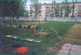 Игровые участки и спортивная площадка